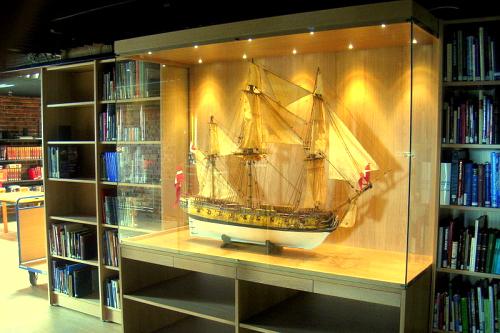 Drewniane modele jachtów i żaglowców